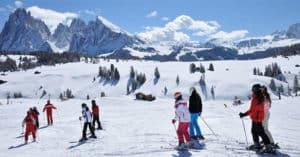 Concorso Haribo Happy Moment Vinci pacchetto corso di sci&noleggio presso la scuola di sci Selva di Val Gardena